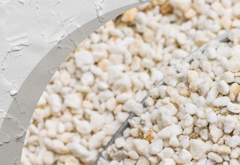 A duzzasztott perlit kiváló hőszigetelése miatt tökéletes adalékanyag hőszigetelő vakolat készítésekor